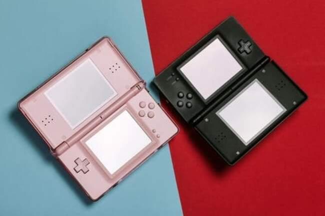 Nintendo DS rose et noire