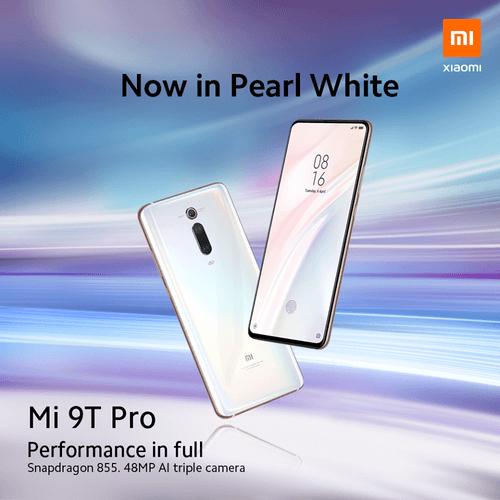 Deux Xiaomi Mi 9T Pro blanc dans un fond clair