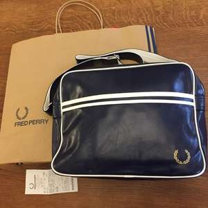 Sac Besace Fred Perry bleu - Val d'europe (77)