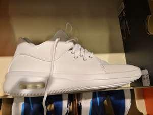 50% de réduction sur le mur Outlet - Ex : Air Jordan First Class - Nike Store Claye-Souilly (77)