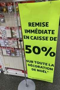 50% de remise immédiate sur les décorations de Noël (hors sapins artificiels et guirlandes lumineuses) - Auchan La Défense (92)