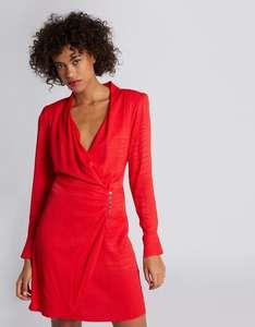 50% de réduction sur une sélection d'articles + 10% supplémentaire dès 2 articles achetés - Ex : robe portefeuille rouge (du 34 au 44)