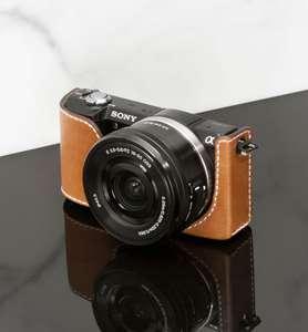 Appareil photo Sony Alpha A5000 avec étui Massimo Dutti en cuir