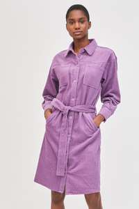 Jusqu'à 50% de réduction sur une sélection d'articles - Ex : Robe chemise en velours côtelé Pipa - Violet