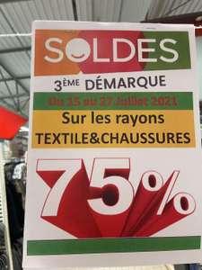 75% de réduction sur les rayons chaussures et textiles ex: birkenstock - Vitry le François (51)