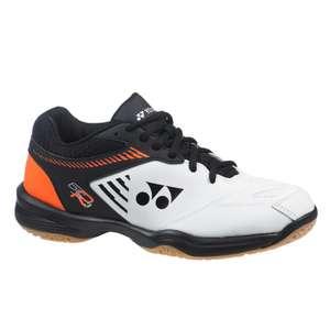 Sélection de baskets de badminton en Promotion - Ex: Baskets Yonex homme Pc 65 R noires, oranges et blanches