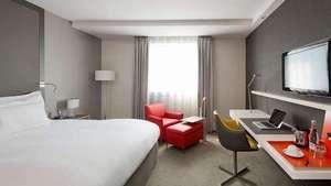 1 nuit avec petit déjeuner + cocktail + visite centre Pompidou + accès espace détente pour 2 personnes à l' hôtel Pullman Paris à Courbevoie