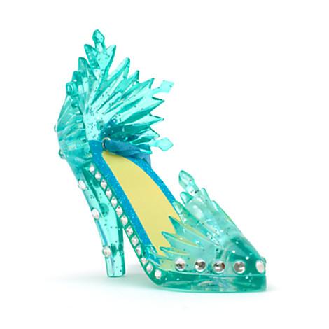 """Pour tout achat dans la catégorie """"reine des neiges"""", les  mini shoes Elsa ou Anna"""