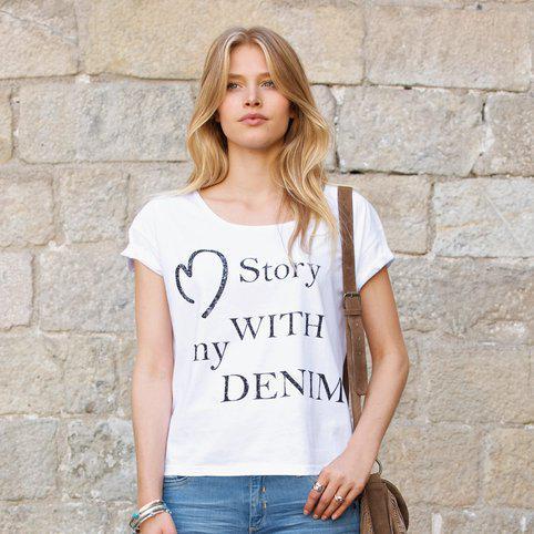 Jusqu'à 70% de réduction sur une sélection d'articles - Ex : T-shirt à message Femme