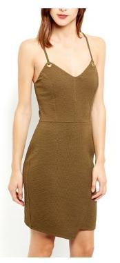 Jusqu'à 60% de réduction sur une sélection de vêtements - Ex : Robe moulante kaki