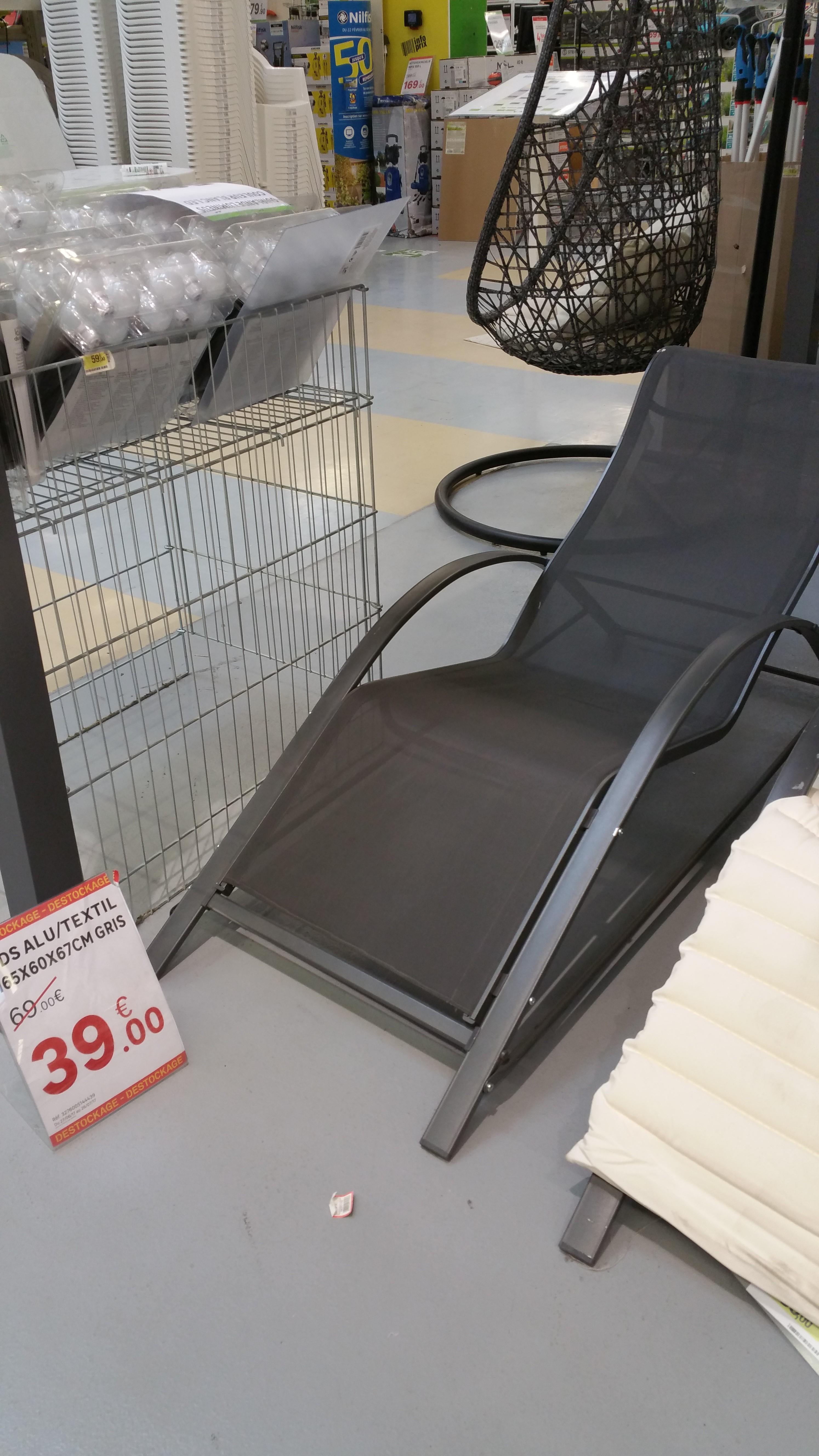chaise longue en aluminium et textile gris. Black Bedroom Furniture Sets. Home Design Ideas