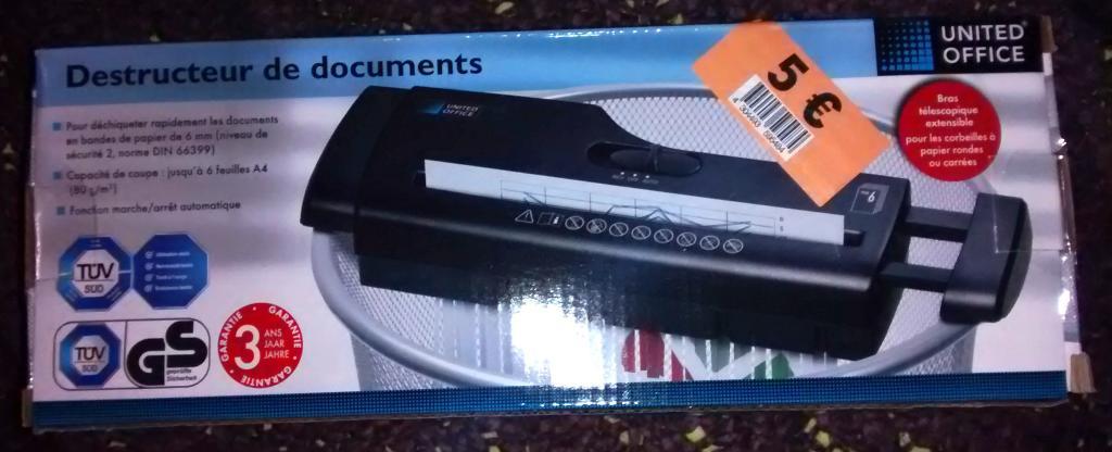 Destructeur de documents United Office (noir ou gris)