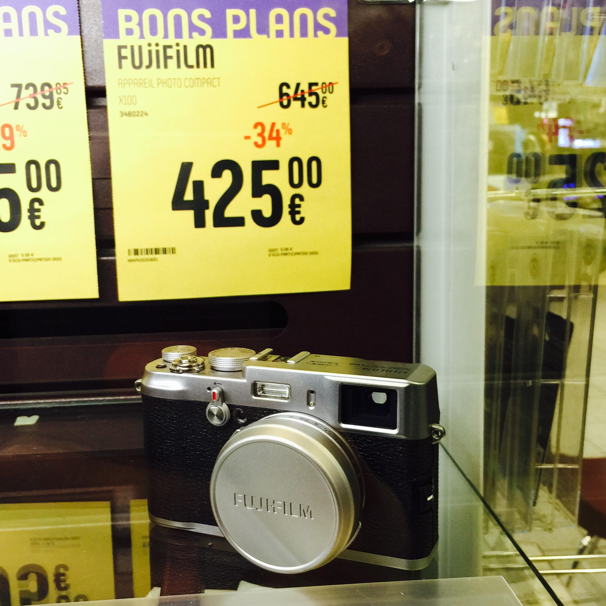 Appareil photo compact Fujifilm X100 eq. 35mm f2 (capteur APS-C, viseur optique...)