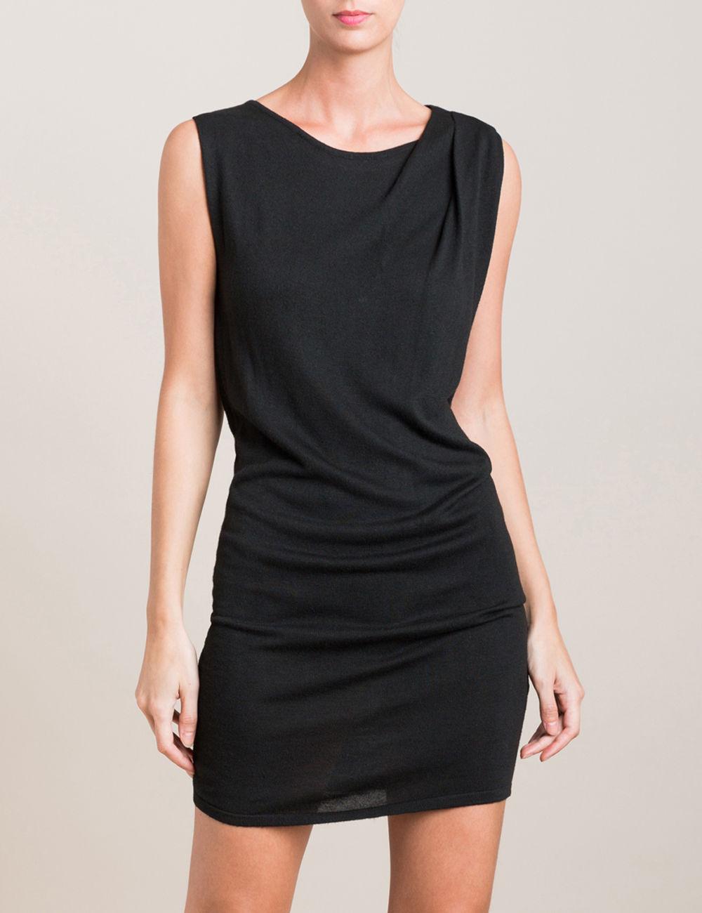 Jusqu'à 70% sur une sélection d'articles + livraison gratuite en magasin - Ex : Robe pull noire