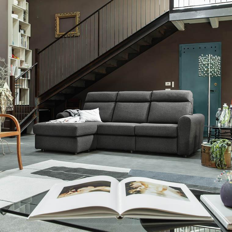 Canapé d'angle Groppallo - 4 places assise longue avec 1 relax électrique (Poltronesofà)