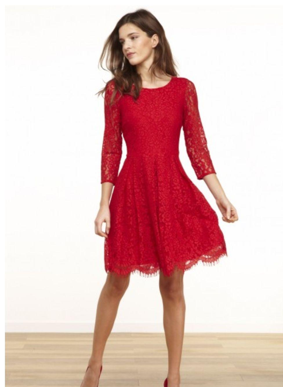 Sélection de robes de la collection Automne / Hiver 2017 à 49.99€ chez Nafnaf Ex: Robe en dentelle rouge, taille 36/38/40