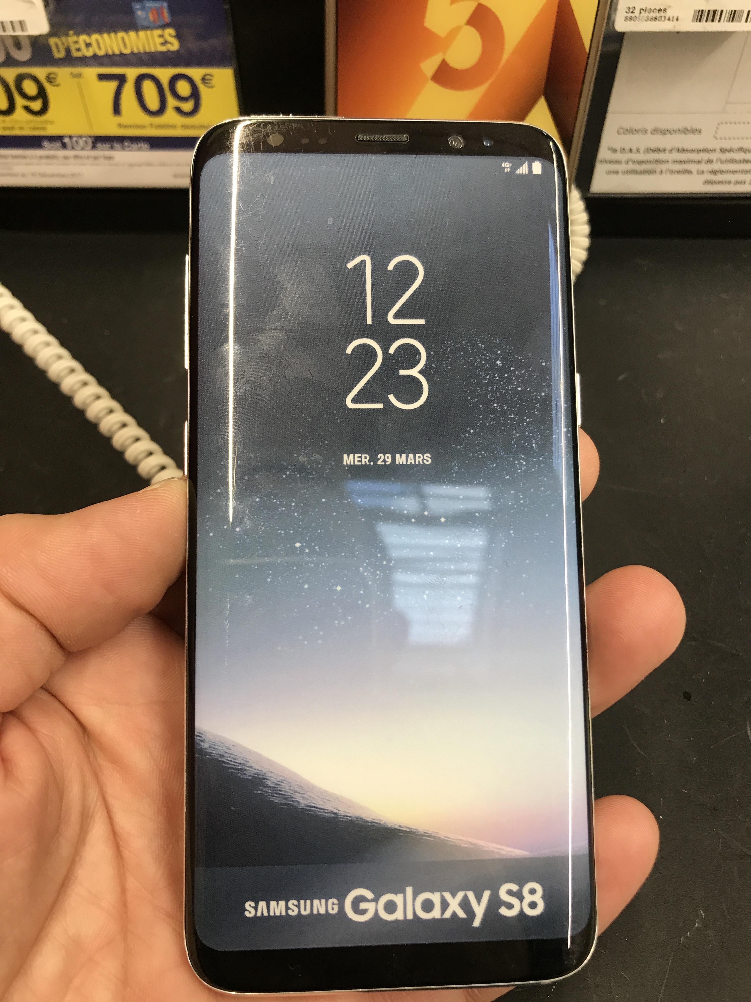 Samsung Galaxy S8 64 Go (dont 221€ sur la carte de fidélité) - Carrefour Gennevilliers (92)