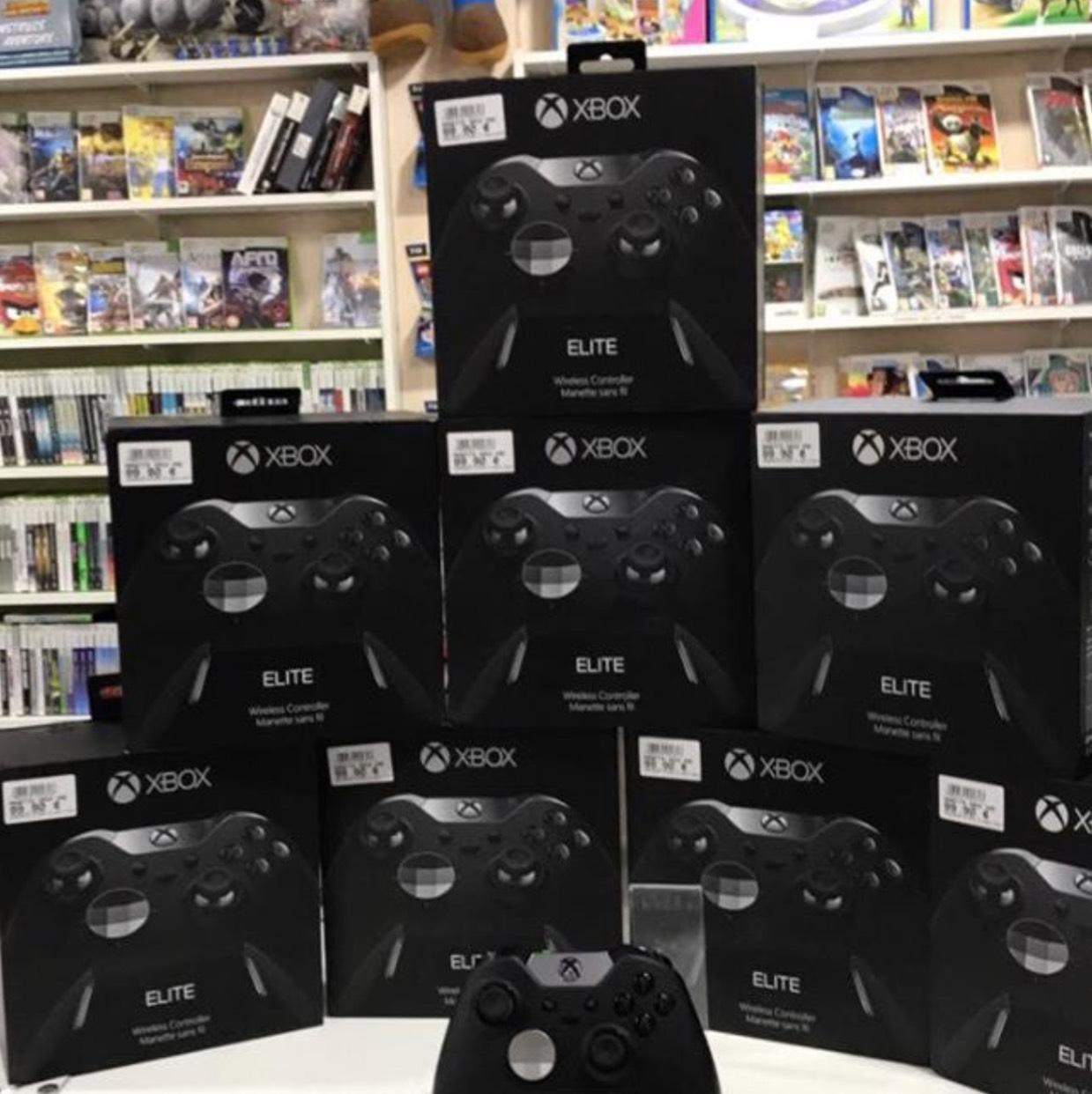Manette Microsoft Manette sans fil Xbox One Elite chez PlaymoGames Orléans (45)