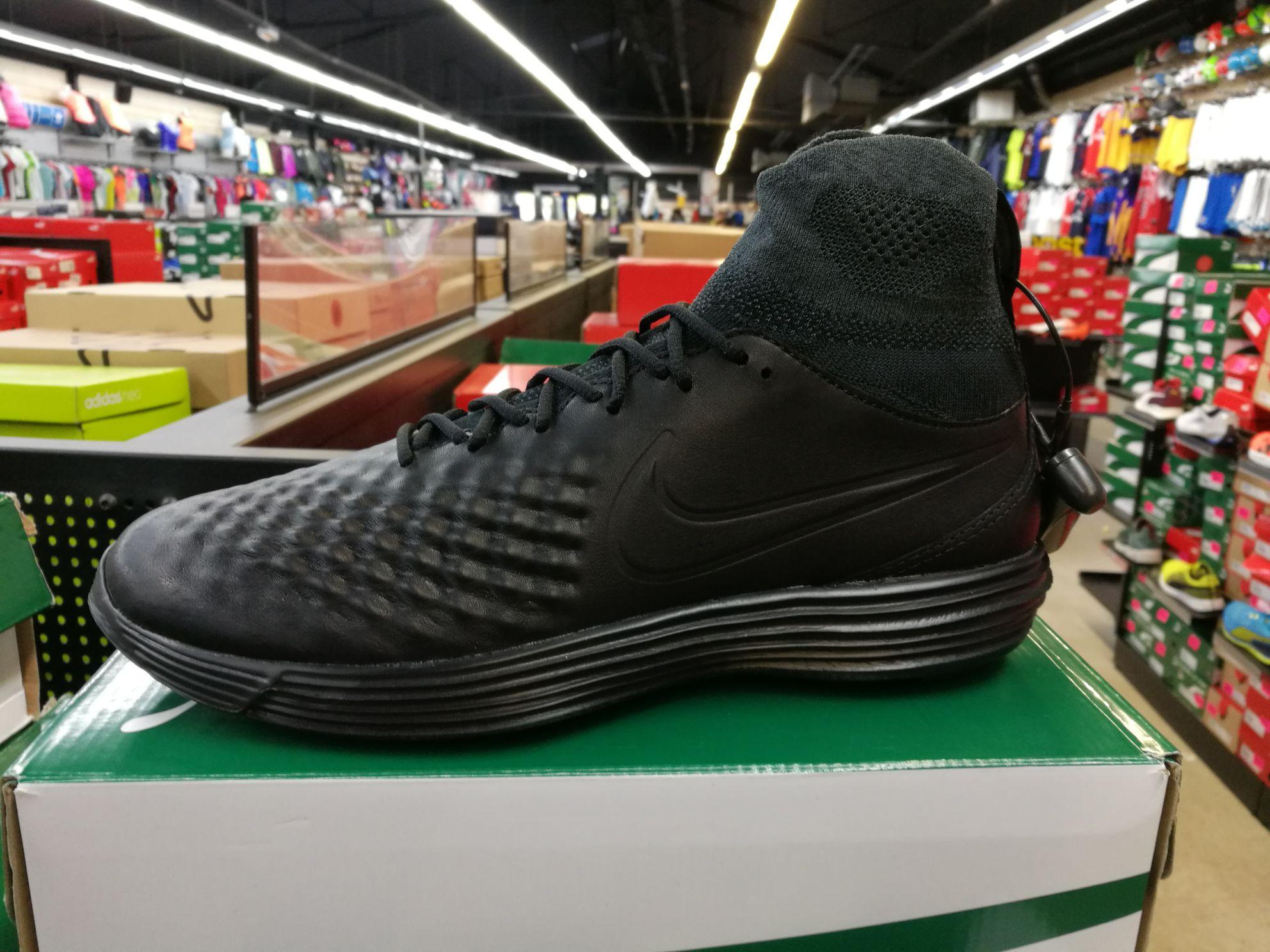 Baskets Nike Lunar Magista II Flyknit - Plusieurs tailles au choix - Destockmania Bondy (93)