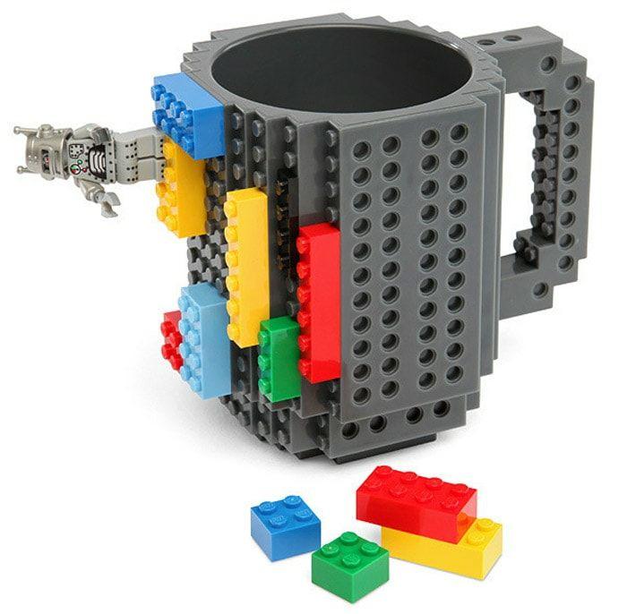 Mug en briques de construction