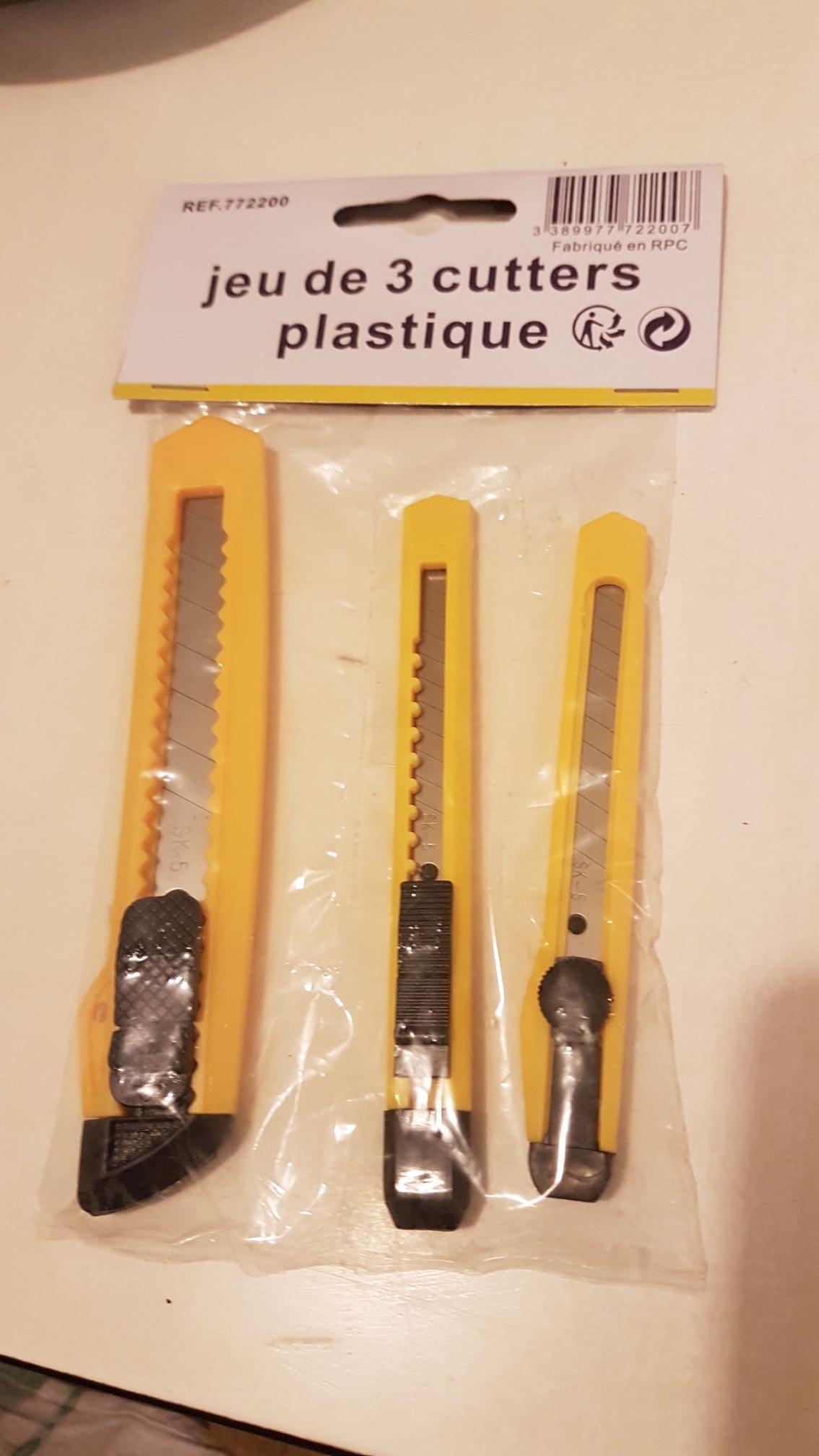 Lot de 3 cutters en plastique - Les Clayes-sous-bois (78)