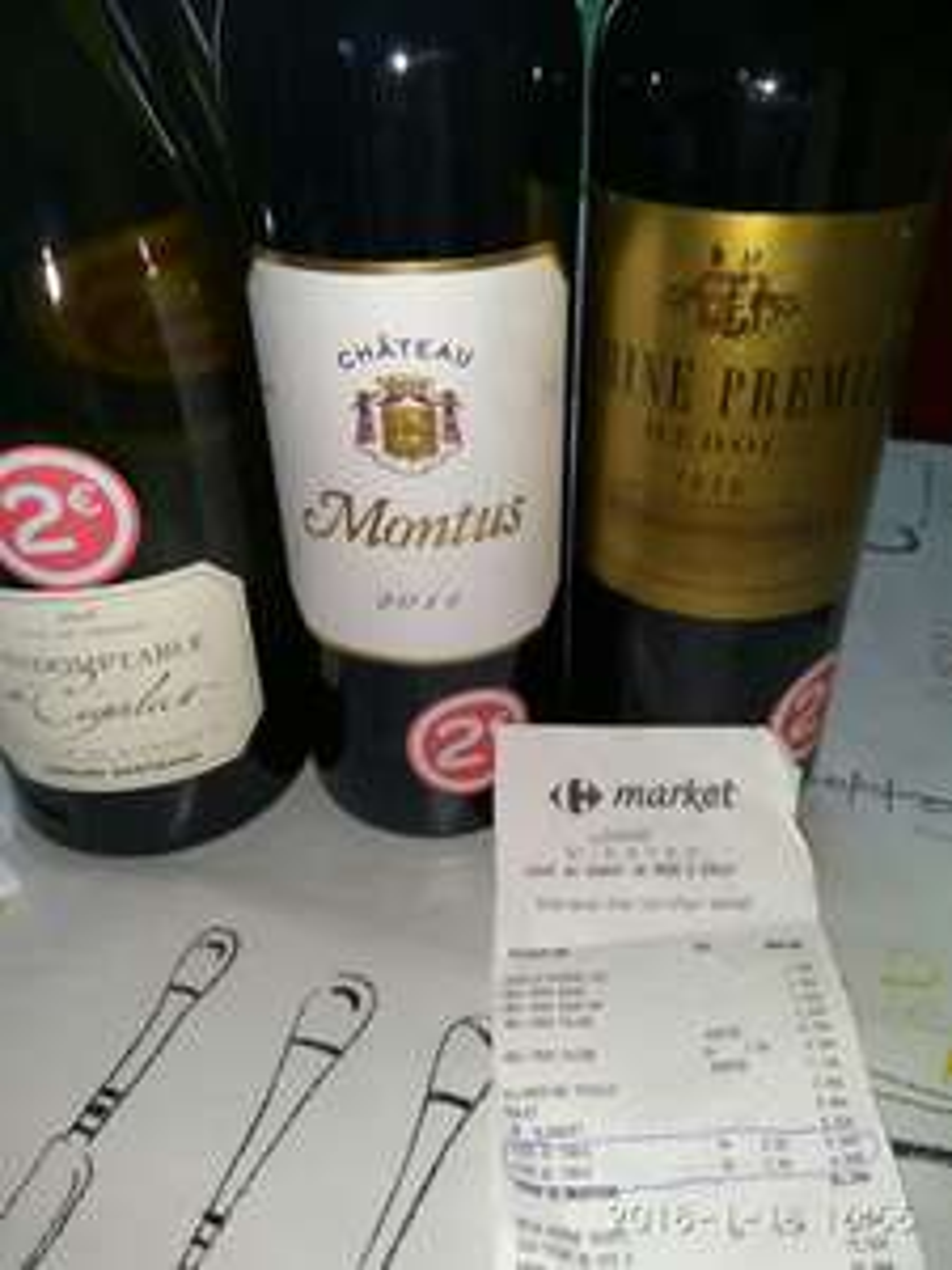 Sélection de bouteilles de vin à 2€ - Ex : Château Montus (cuvée 2011) au Carrefour Market Luzarches (95)