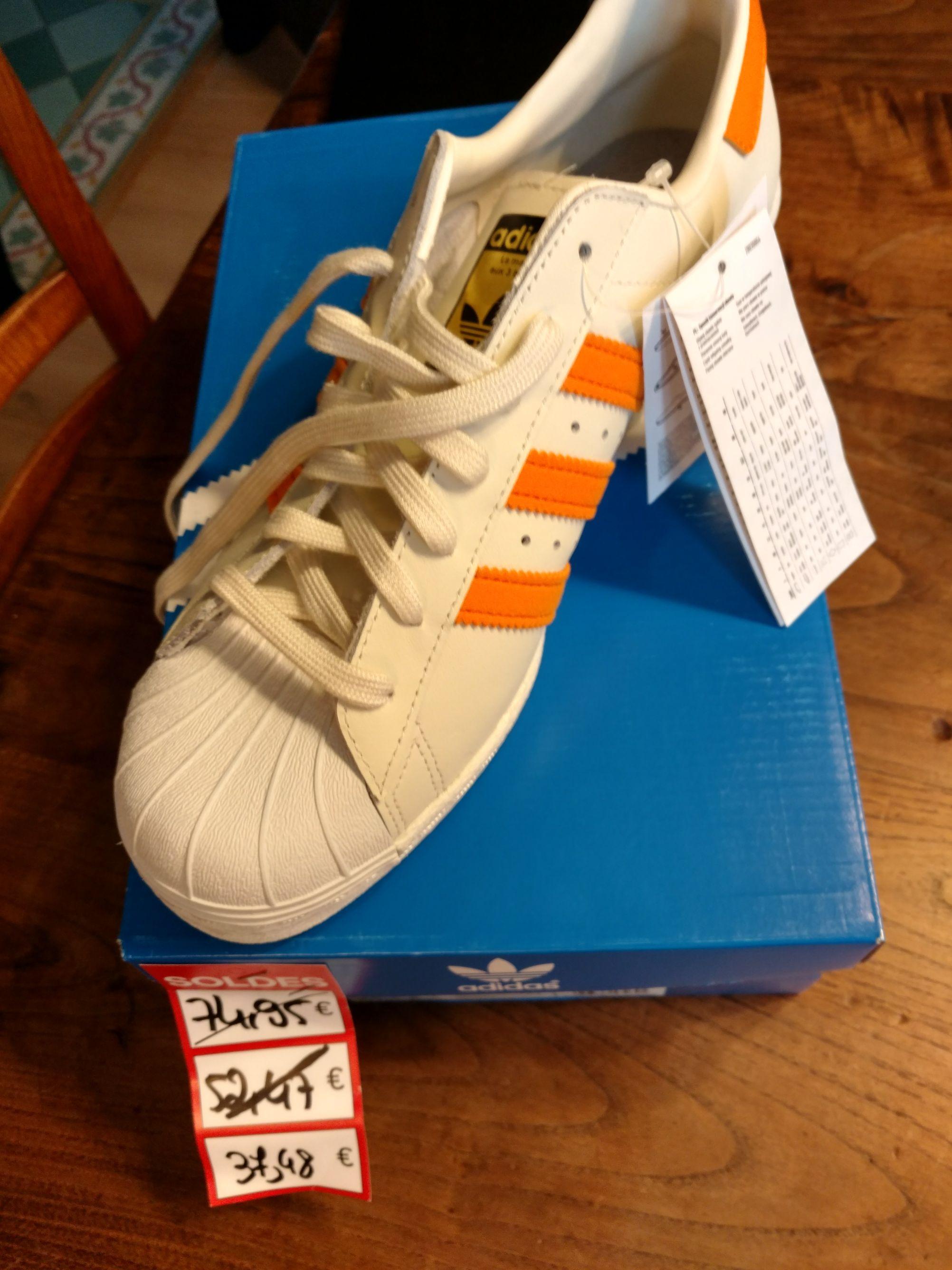 Baskets Adidas Superstar - Blanc & Orange ou Noir & Violet- Adidas Outlet Les clayes sous Bois (78)