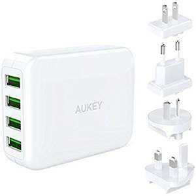 Chargeur USB Aukey PA-U41 avec 4 adaptateurs de prise de voyage et 4 ports USB (vendeur tiers)