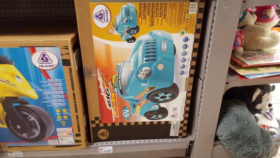 Voiture électrique big kid avec batterie et chargeur inclus Hyper U Guichen (35)