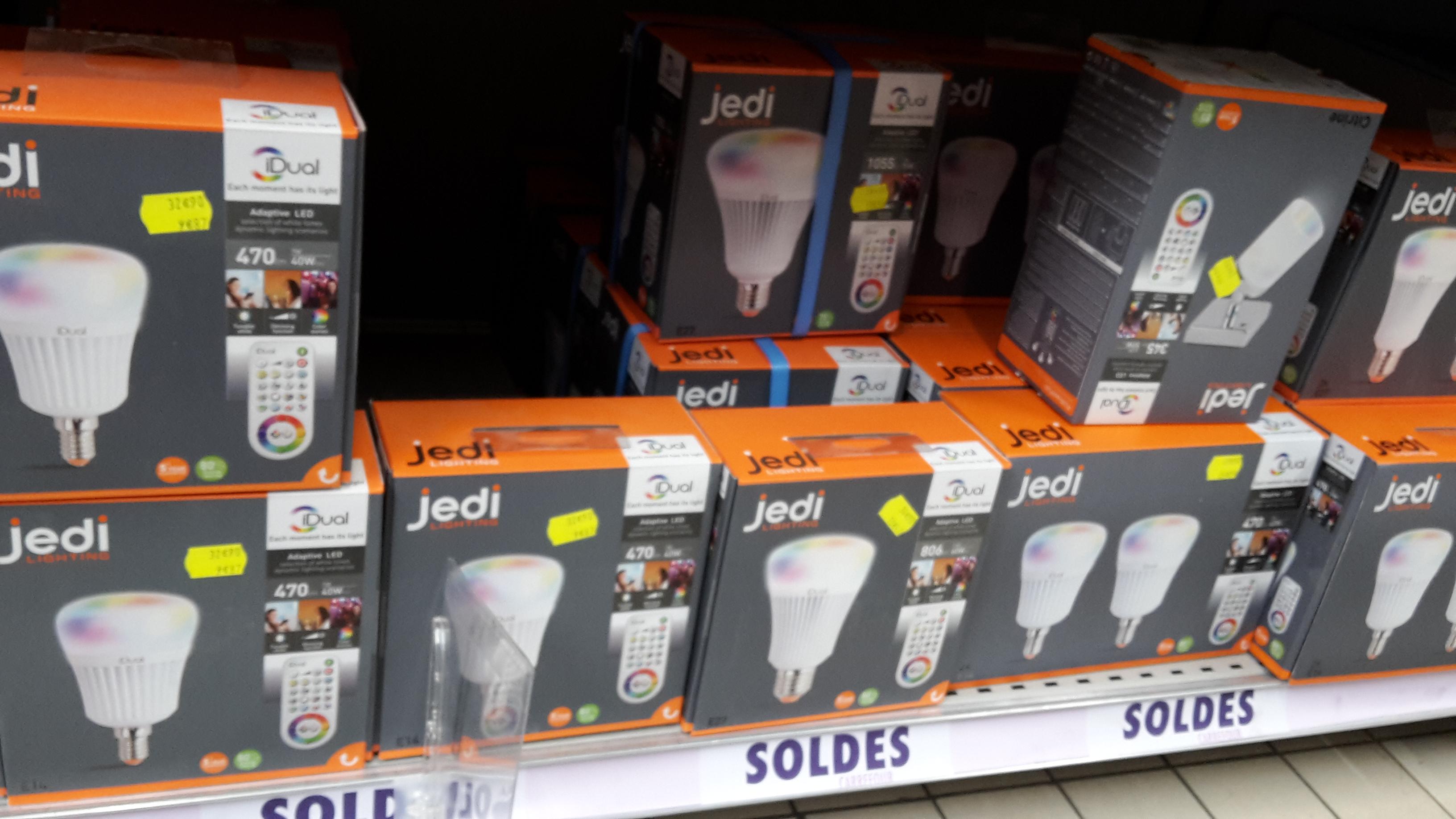 Sélection d'ampoules en promotion - Ex : Ampoule Jedi Lightning E14 470lm/40w - Carrefour Anglet (64)