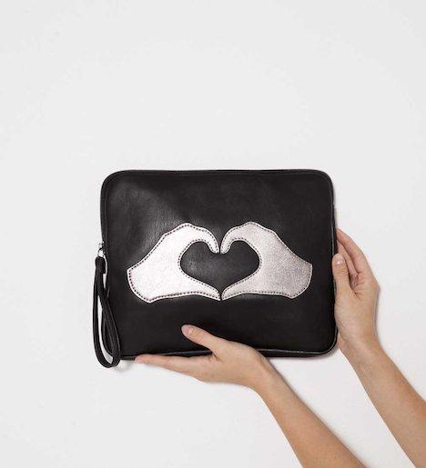 Pochette pour femme motif mains en forme de cœur - Simili cuir