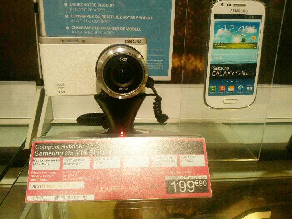 Appareil photo hybride Samsung NX mini blanc + Smartphone Samsung Galaxy S3 mini blanc