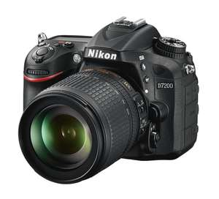 Kit Appareil Photo Reflex Nikon D7200 + objectif 18-105mm VR (Frontaliers Suisse)