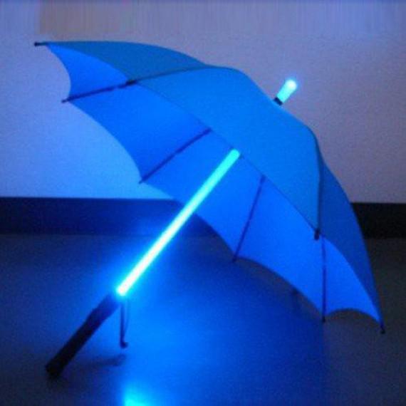 Parapluie lumineux style sabre laser