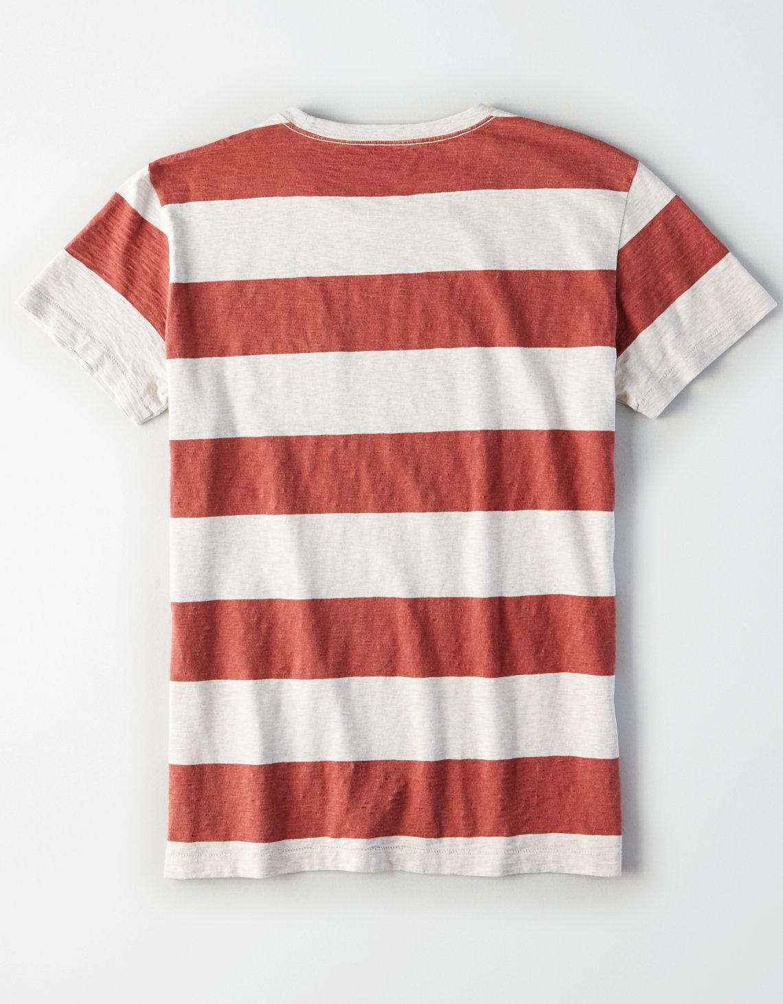 Jusqu'à 70% de réduction sur une sélection d'articles  - Ex: T-shirt AE Striped Pocket pour Homme (Plusieurs tailles)