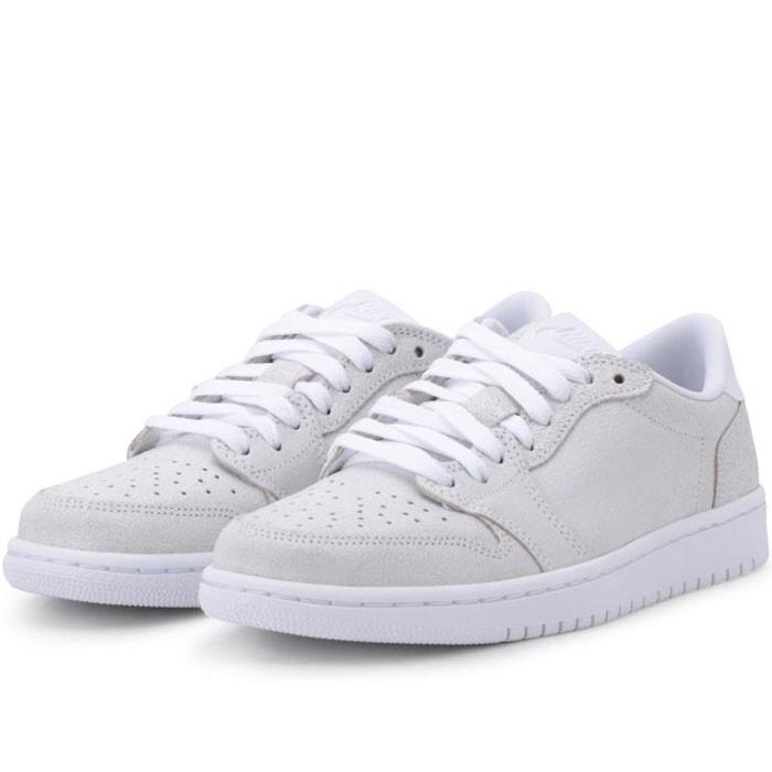 25% de réduction sur toutes les chaussures (valable sur les promotions) - Ex: Chaussures Air Jordan 1 Retro Low No Swoosh blanches Femme