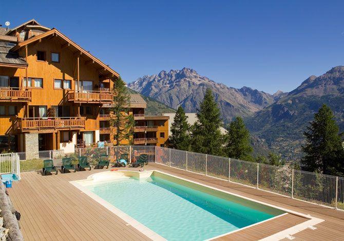 Séjours à la montagne en promotion - Ex : 2 semaines dans un appartement deux pièces pour 4 personnes Alpes du sud à la résidence Hameaux des écrins - Puy Saint Vincent (05)