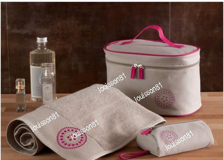 Une serviette + 2 trousses de toilette pour toute commande + livraison gratuite
