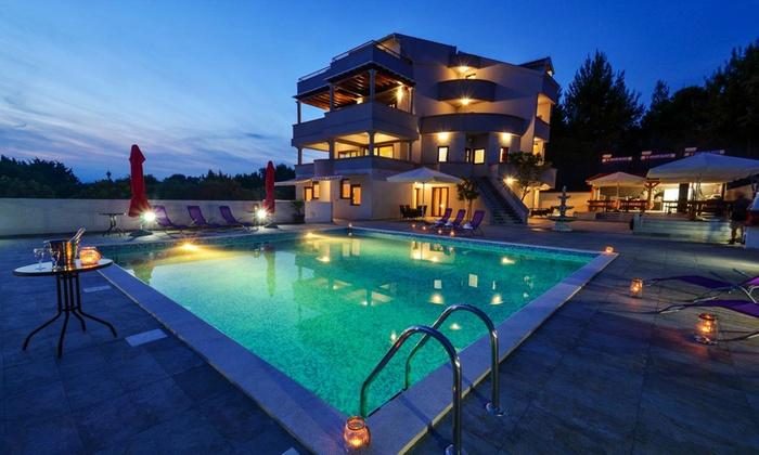 Sélection de Séjours en Croatie en Promotion - Séjour: Vols A/R (Départ de Marseille ou Paris Beauvais) + Hôtel Villa Plat (7 Nuits) + Location de voiture (par personne)