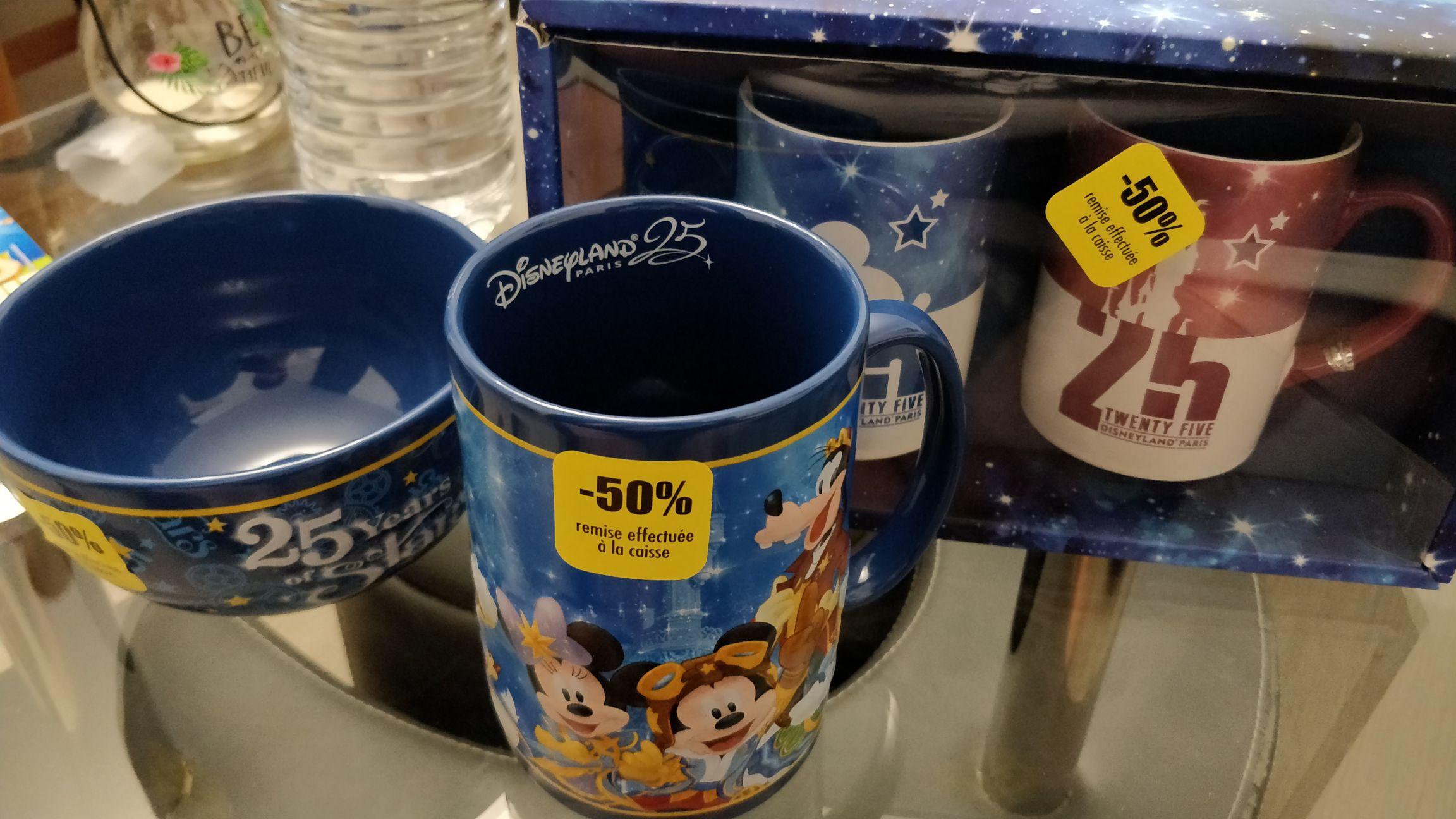 50% de réduction immédiate sur les articles du 25ème anniversaire Disneyland Paris - World Of Disney Disney Village (77)