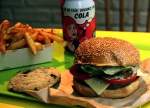 25% de réduction sur le Menu Burger Classic + Frites + Green Drink ce midi, soit le tout