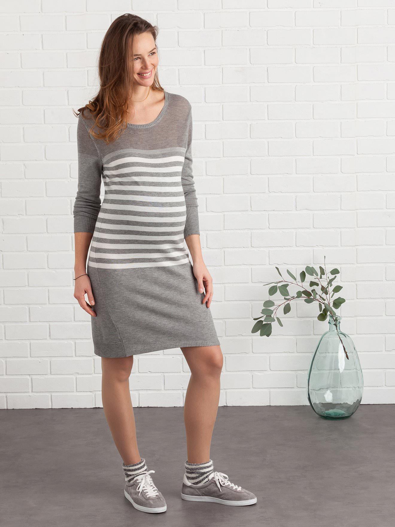 Jusqu'à 70% de réduction sur une sélection d'articles - Ex: Robe pull en tricot de grossesse - gris rayé