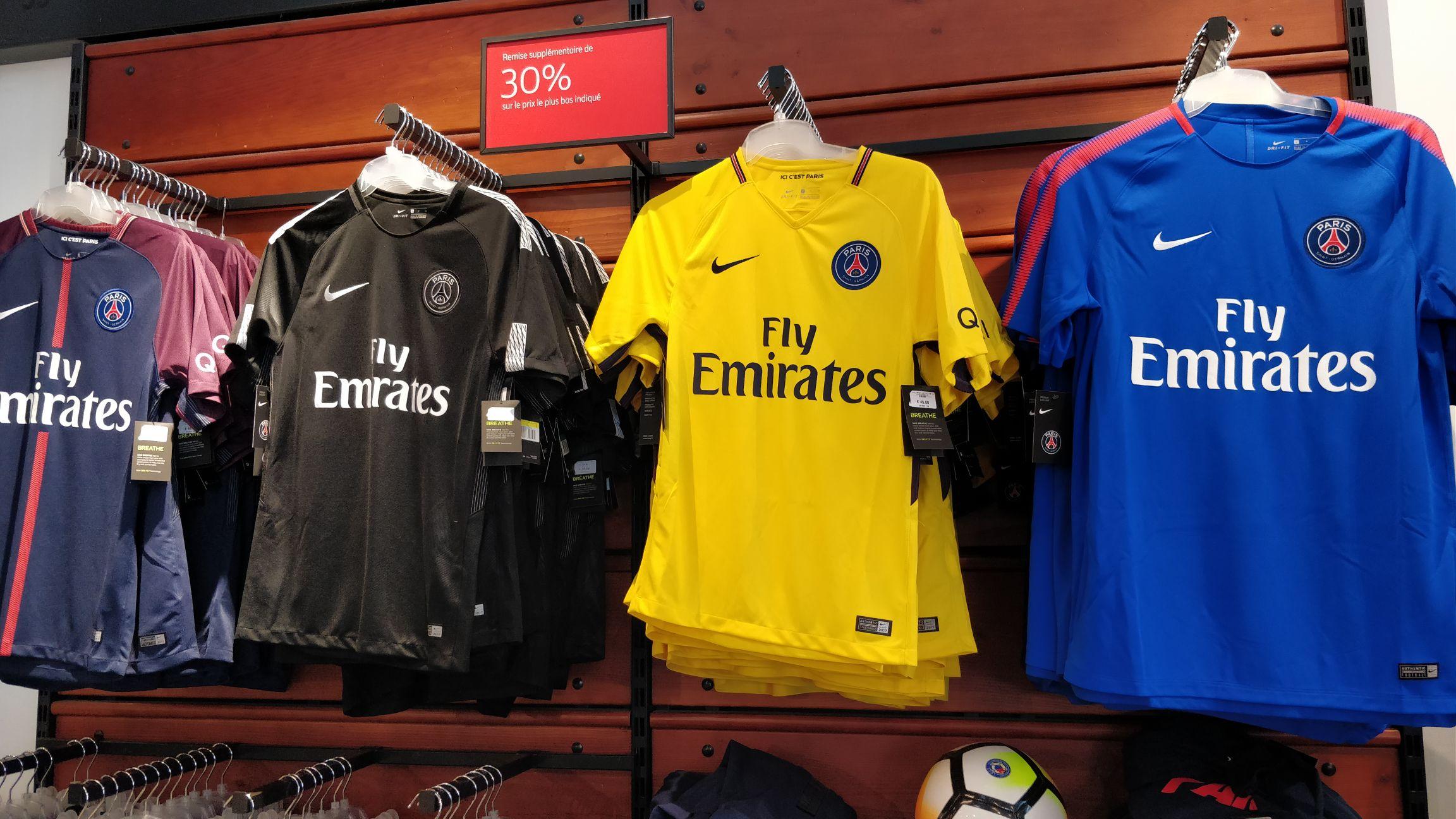 Maillots du PSG et FC Barcelone (différentes tailles et couleurs) - Nike Factory Dijon (21)