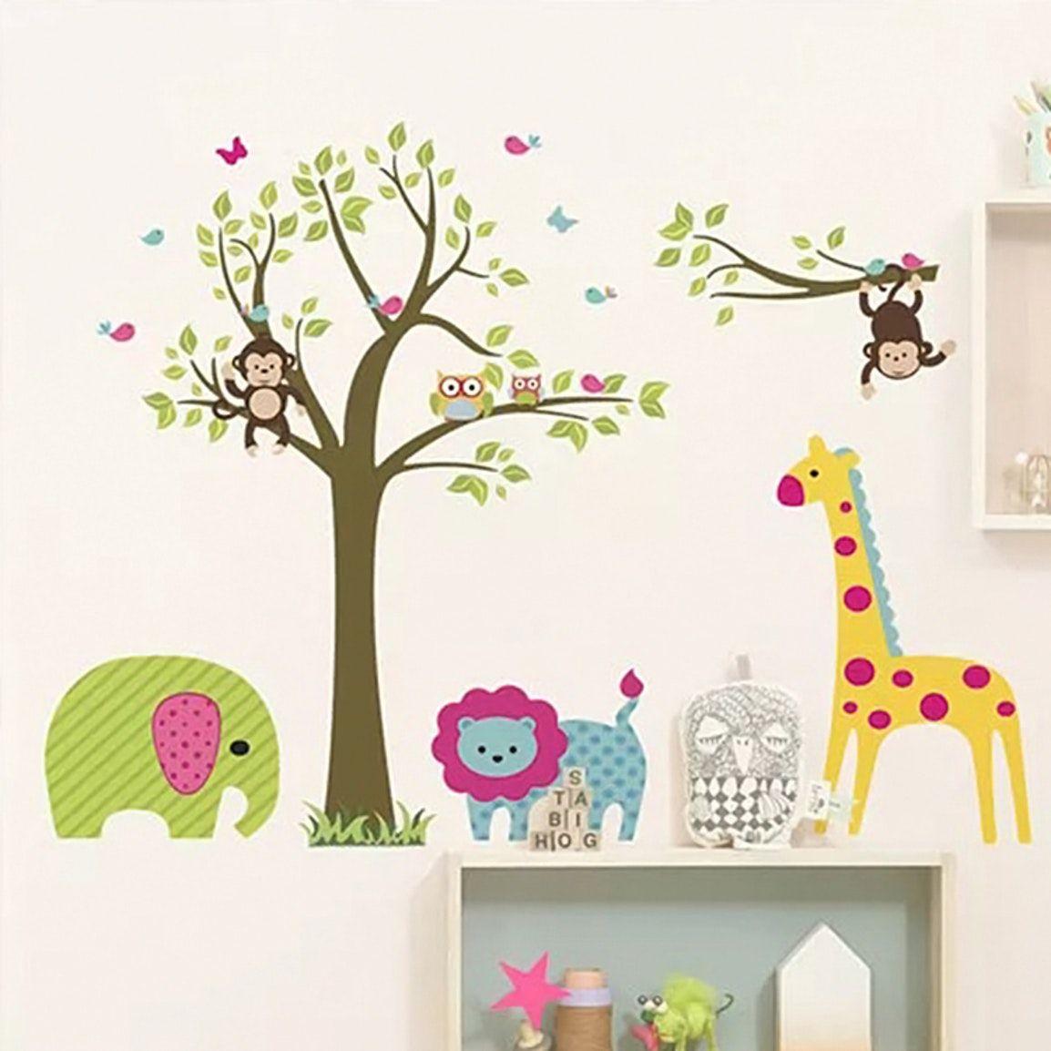 Sticker mural avec arbre et animaux