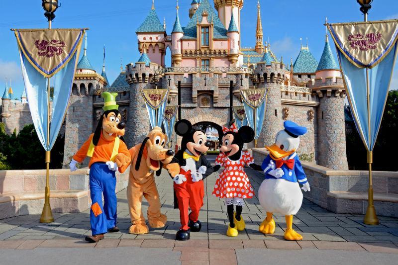 Billet pour accéder aux 2 parcs Disney pendant un jour
