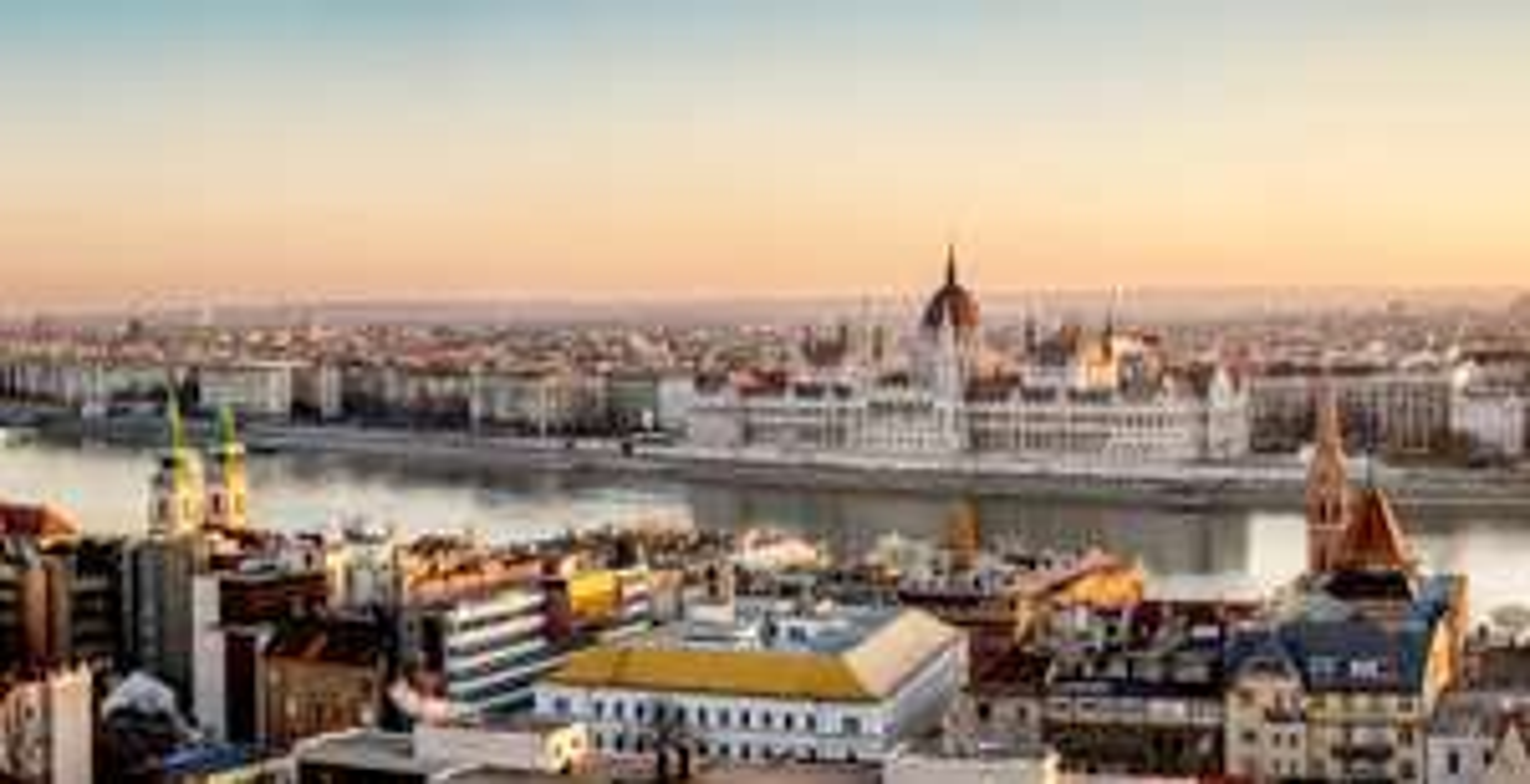 Séjour 5 jours / 4 nuits à l'hôtel 3* Corvin à Budapest, petit-déjeuner inclus, au départ de plusieurs villes (prix par personne)