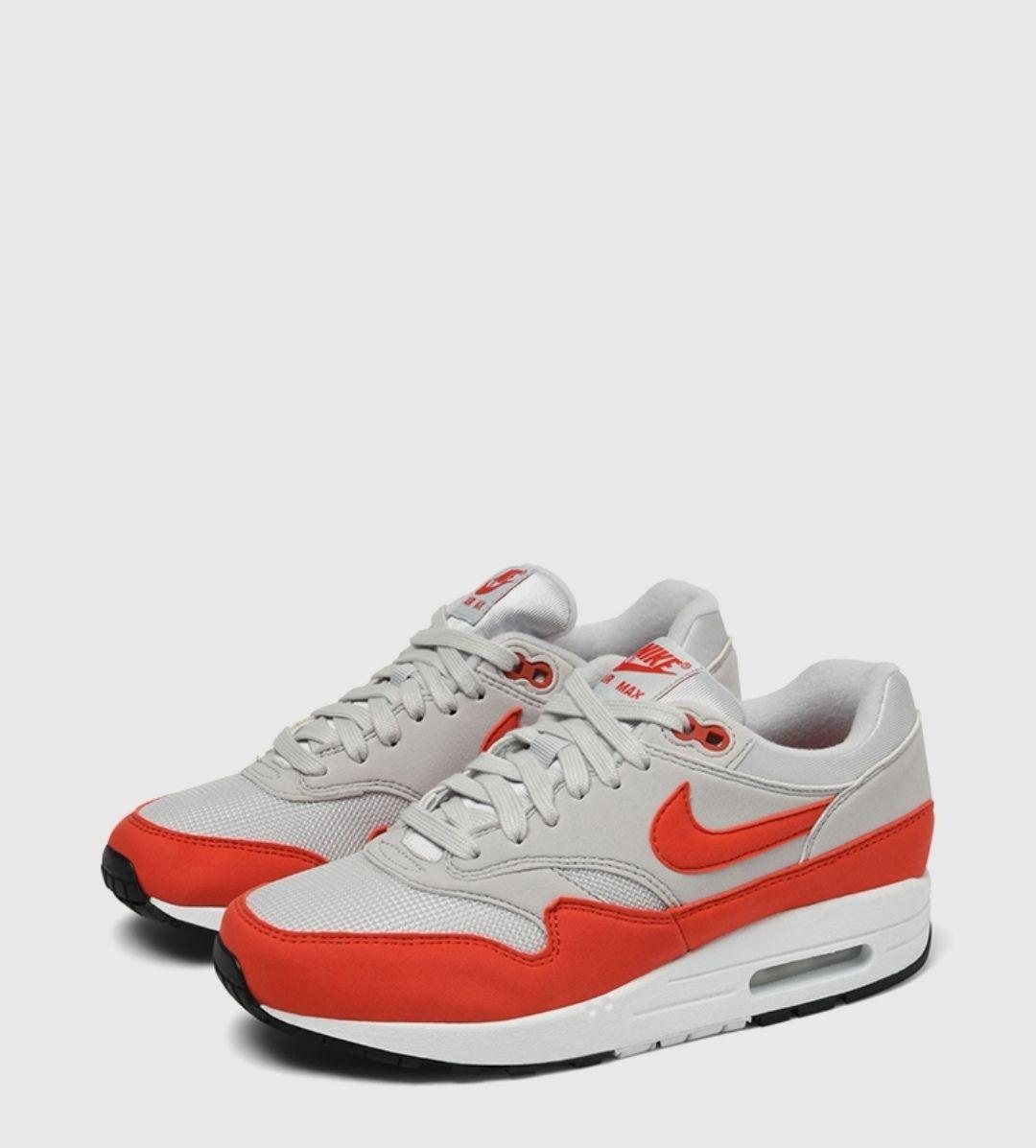 Paire de chaussure Nike WMNS Air Max 1