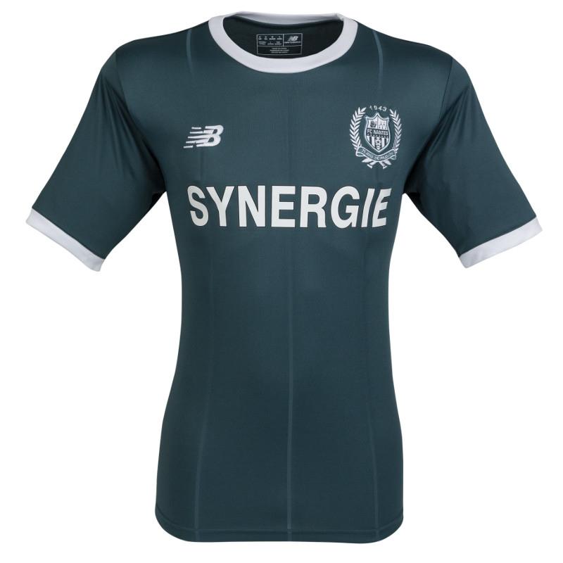 Sélection de tenues FC Nantes en promotion - Ex : maillot extérieur adulte 18/19