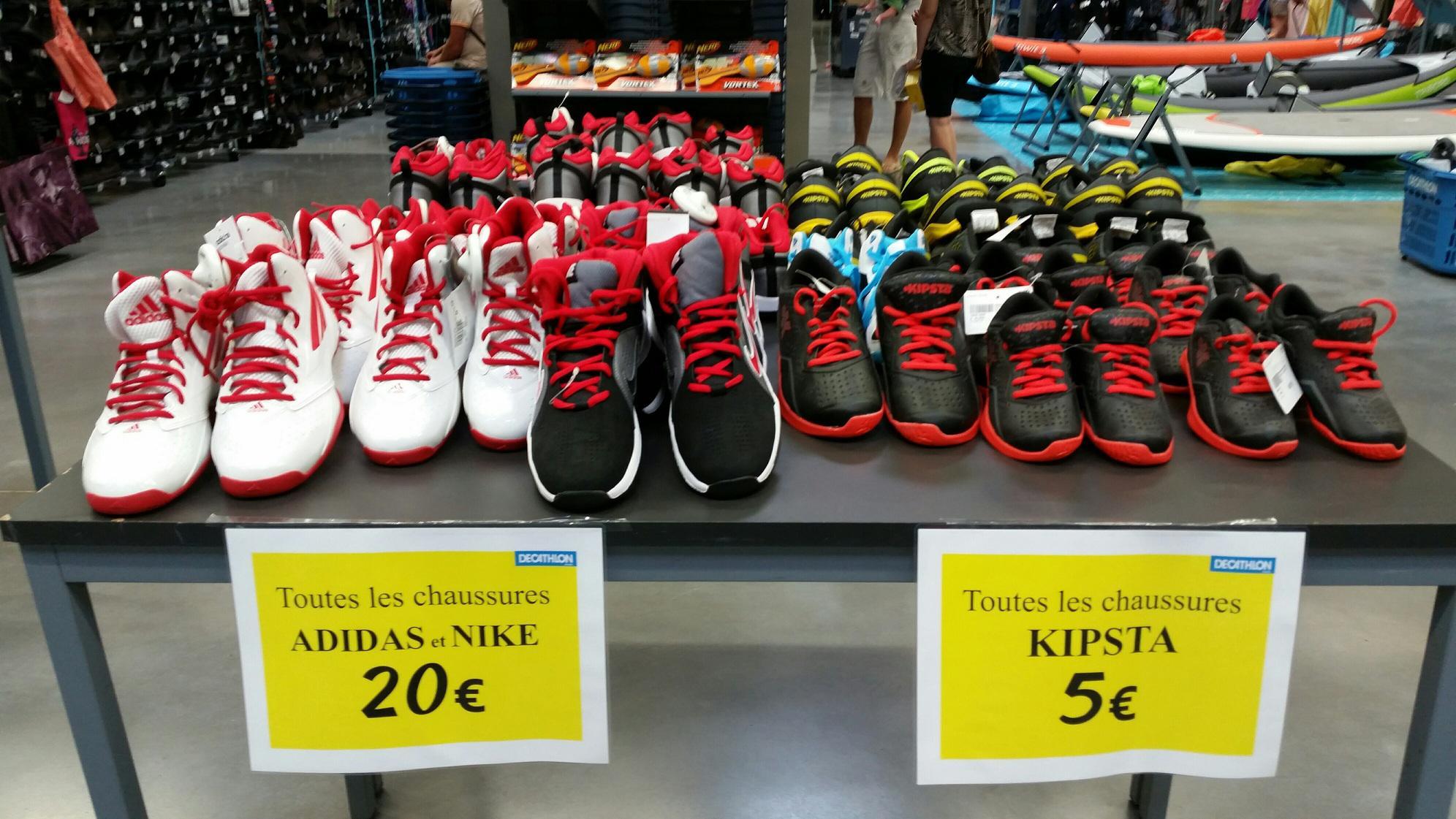 Déstockage : Sélection de baskets Adidas et Nike à 20€ et Kipsta