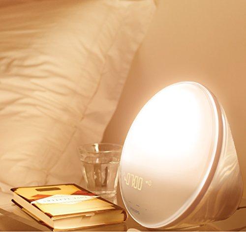 Radio réveil lumineux Philips Eveil Lumière - HF3531/01 - avec fonction veilleuse et guide de nuit et port USB